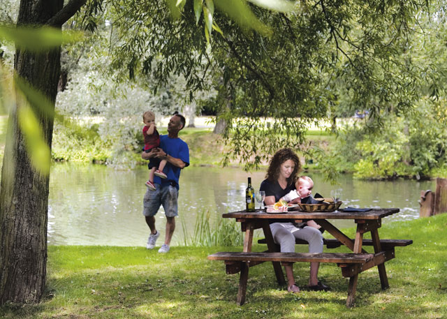 Roydon Marina Village - Holiday Parks, Caravan Holidays in Essex